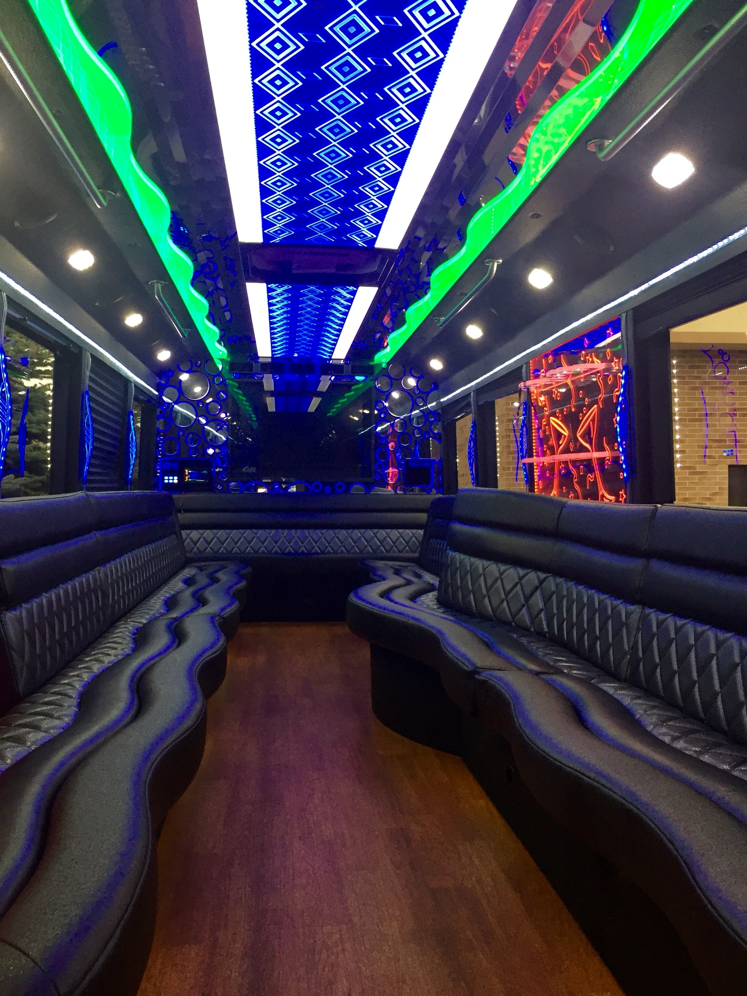 Chicago Party Bus Rental Experience Chicago s Nightlife VIP