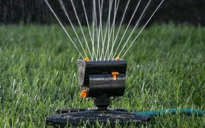 Best Lawn Sprinkler Reviews  | 9 Top Garden Sprinklers for 2020