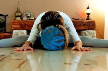 yoga poses to ease menstrual pain