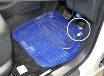 【断言する】フロアマットは運転席のみでも車種専用を使え!【ペダルも重要】|フロアマットの重ね敷き