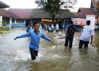 Pelajar SMPN 27 Padang tak bisa belajar