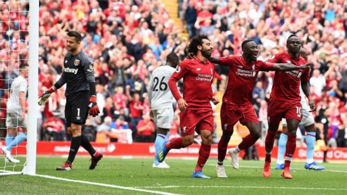 muslim football player Naby Keita celebrates