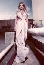 مايا دياب بفستان ستان طويل