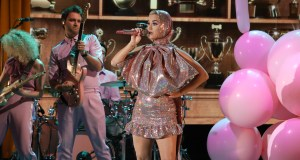 Katy Perry performs on Ellen's show