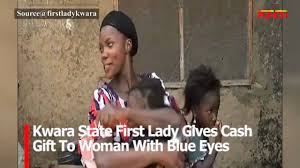 VIDEO: Kwara State First Lady gives money to woman with blue eyes