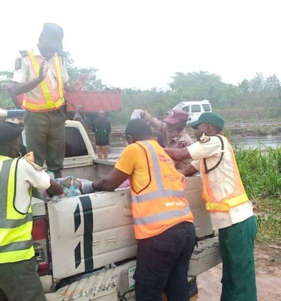 Tragic!!! Two die as bus conveying nurses somersaults along Abeokuta road-TopNaija.ng