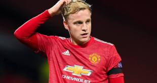 Gary Neville baffled by Manchester United's handling of Donny van de Beek | Sportslens.com