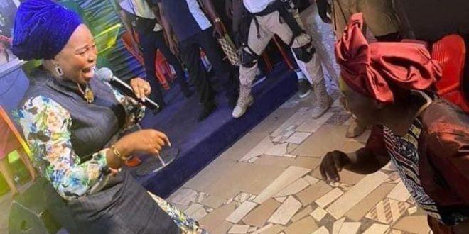 Oniduro: Tope Alabi Finally Apologizes (Full Statement)