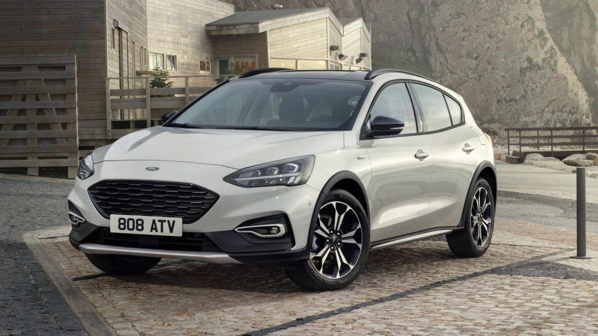 2019 Ford Focus Pictures