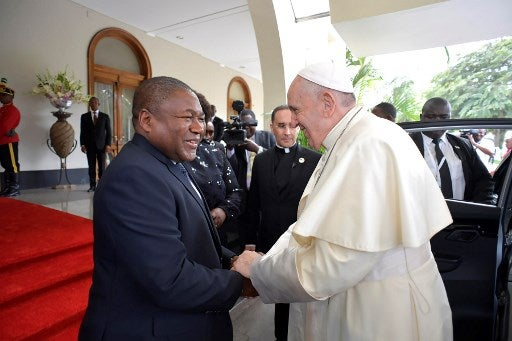 Pope Francis urges Mozambique to keep peace, rebuild