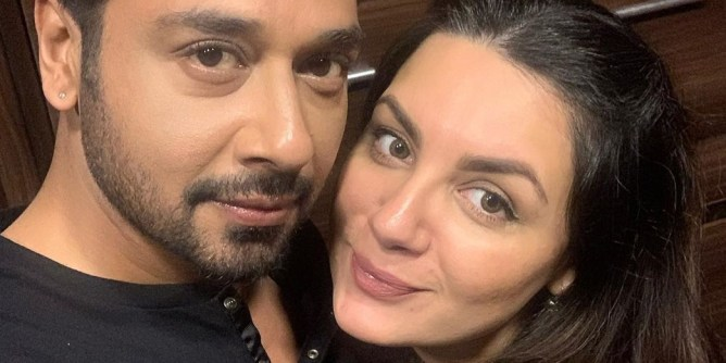 faysal qureshi wife sana pictures