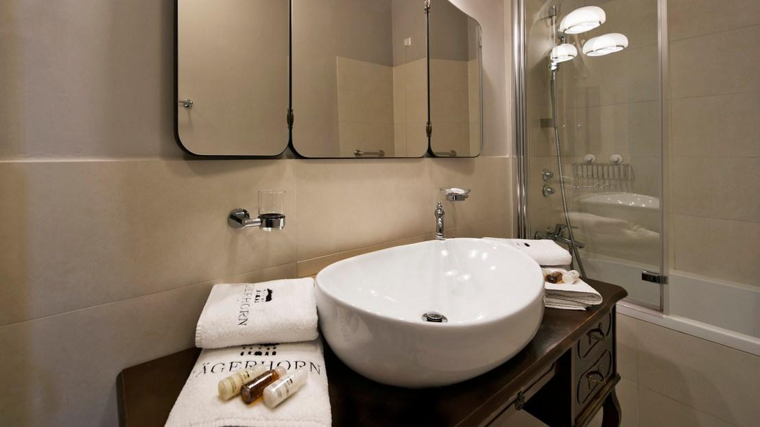jagerhorn bathroom.jpg