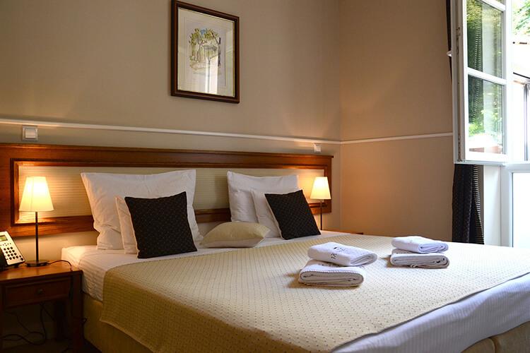jagerhorn-bedroom