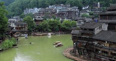 โรงแรม ที่พัก เฟิ่งหวง จีน Fenghuang China topofhotel toptenhotel 650 x 365