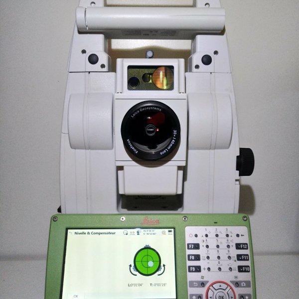 "Station totale Leica Viva TS16 2"" R500 CS20."