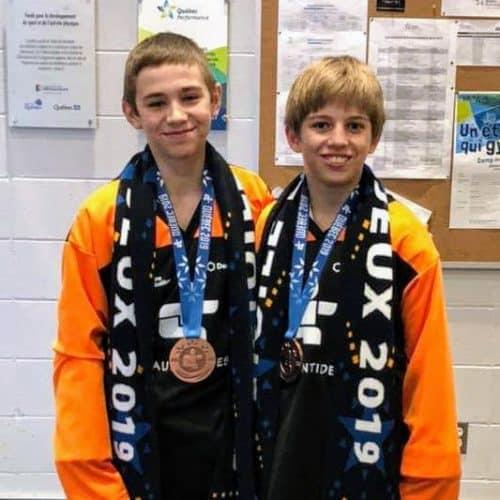 Mathis Ganet et William Dominique, avec leurs médailles de bronze.