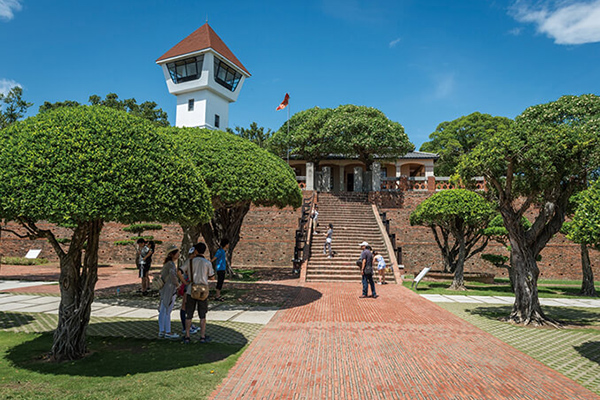 Historic Treasure Landmarks – Anping Old Fort That fort was the anchor point of early settlements in Tainan for both the Dutch and the Chinese, and much of the settlement's history lies in Anping's old streets surrounding the fort.