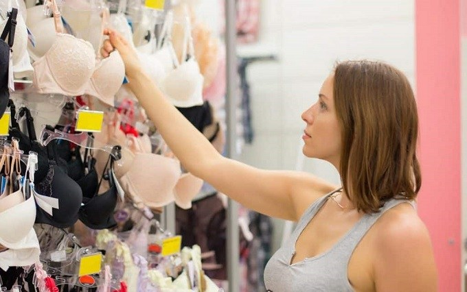 choosing-the-best-bra-for-back-fat-shoulder-pain