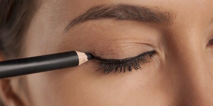 The Best Organic Eyeliner You Can Make the Most of (2019 Reviews)