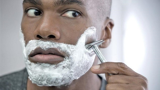 safety-razor-shaving