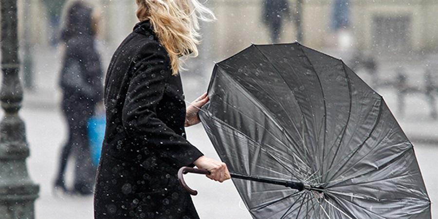 АЛАРМАНТНО УПОЗОРЕЊЕ: Очекује се жестока олуја, у Србију стиже ветар који носи све пред собом!