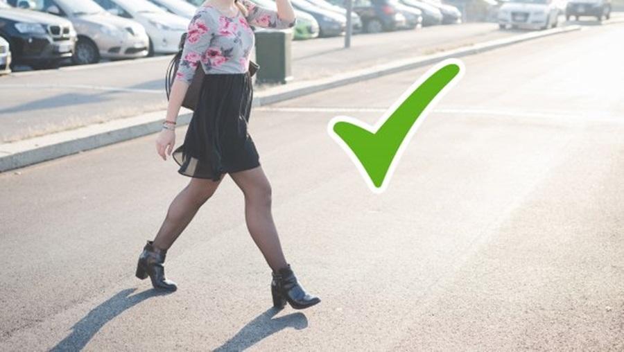 Пешаци смеју да прелазе магистралу, улицу и прометне саобраћајнице ван пешачког прелаза под једним условом