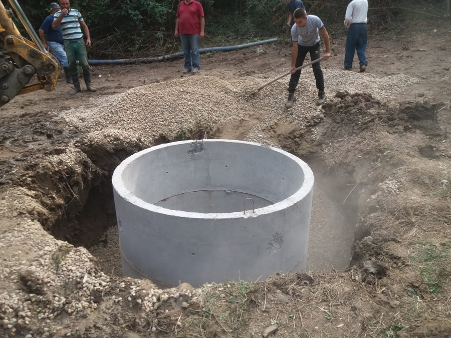 Сложни мештани села Митровчић обновили стари извор