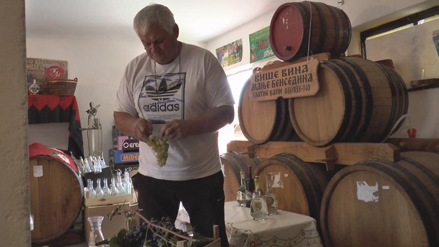 Златимир из Тополе има само једну поруку: Више вина мање бенседина (ФОТО)