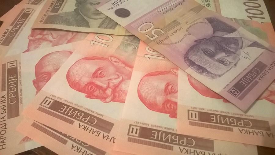 Повећање плата на снази, у понедељак помоћ пензионерима