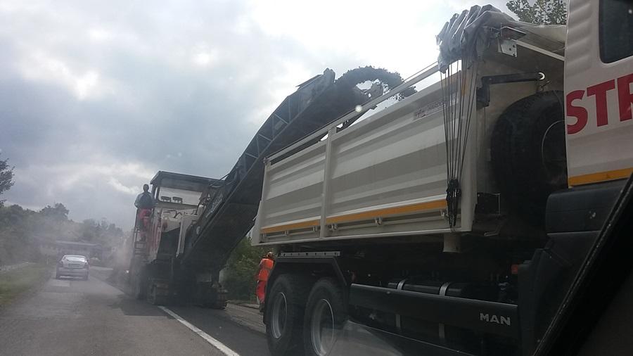 Настављају се радови на путној инфраструктури и уличној расвети у Тополи