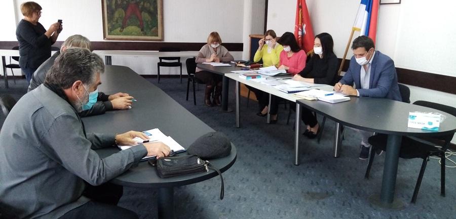 У Тополи одржана јавна расправа о буџету за 2021. годину, каса у општини тежа за 20 милиона динара