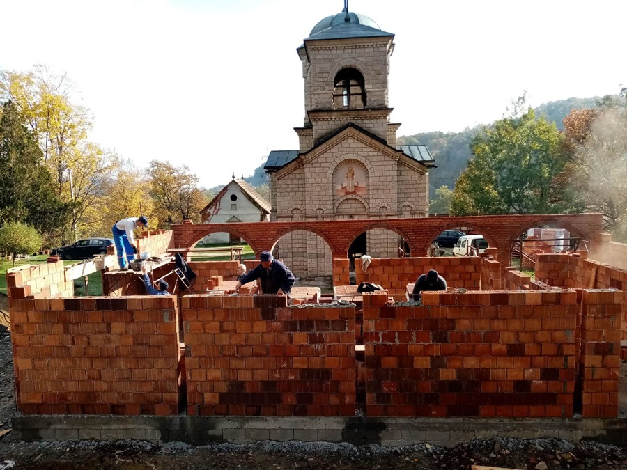 Сложни мештани из четири поднорудничка села уз помоћ добровољних прилога граде црквени конак