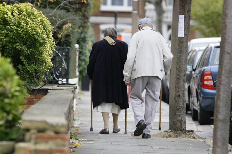 Број пензионера се смањује, просечне пензије расту