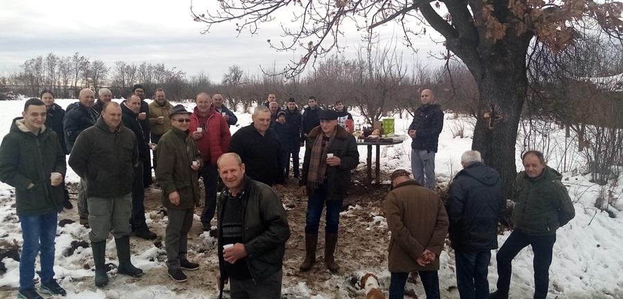 """Овако се слави рођендан у Загорици, Предраг окупио пријатеље под дрветом """"запис"""""""