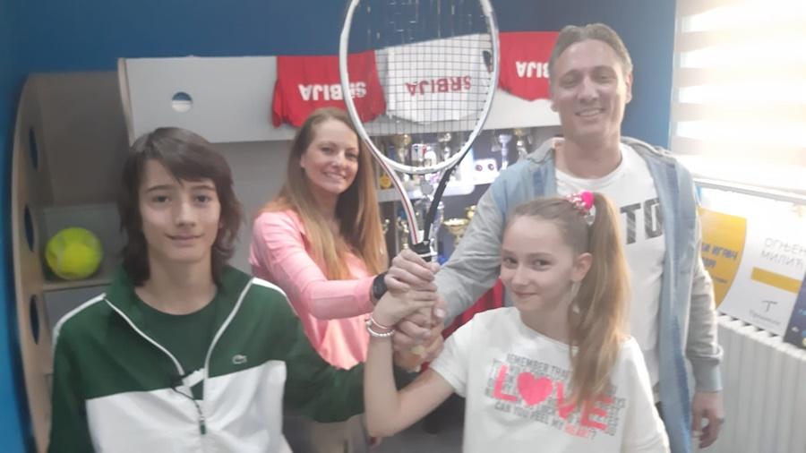 Огњен са својих 14 година хара српским и европским тениским теренима, једини је дечак који је Медведеву узео поен (ВИДЕО)
