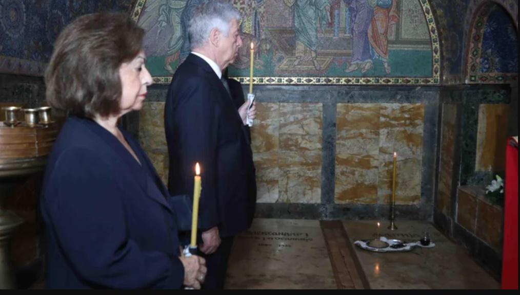 Престолонаследник Александар и Принцеза Катарина на помену поводом 60 година од смрти Њ. В. Краљице Марије у цркви Светог Ђорђа на Опленцу