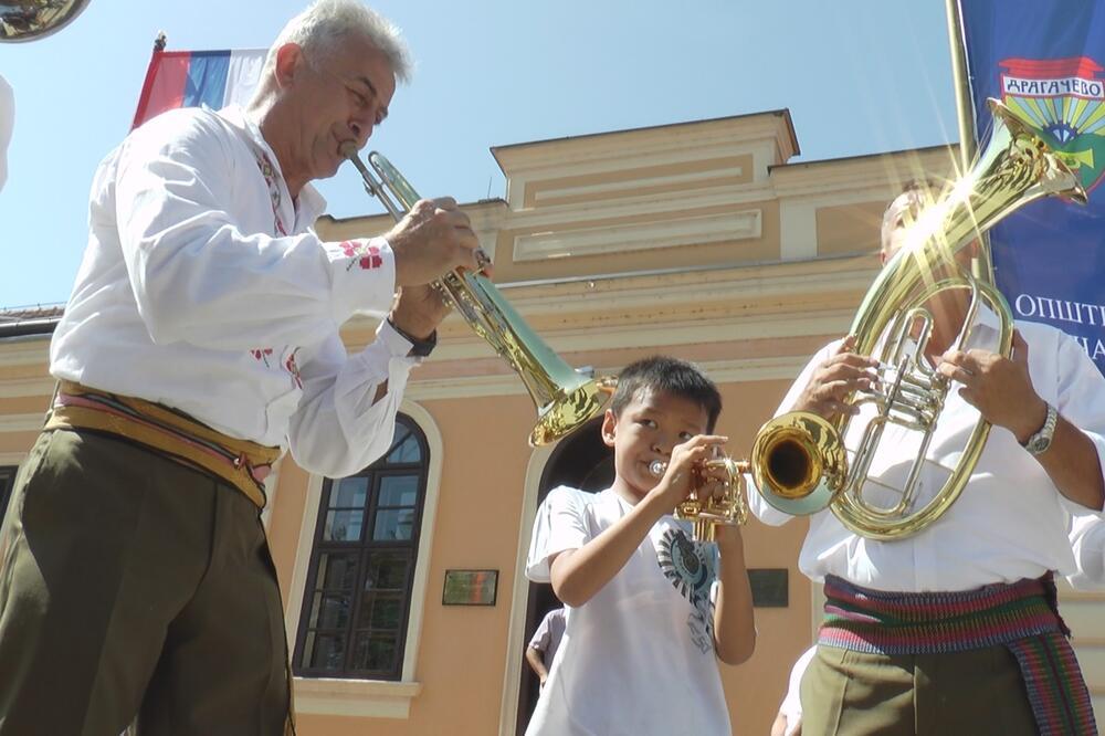 Сабор трубача у Гучи чува српску традицију и обичаје: Бира се мајстор трубе, најбољи здравичар, најлепша народна ношња и – арамбаша