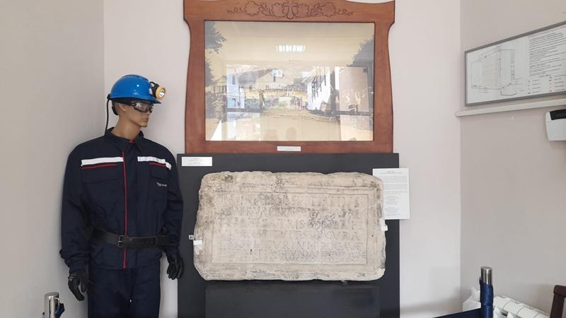 Римска плоча из другог века чува се у Дому културе на Руднику
