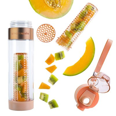 mami wata 24 oz fruit infuser water bottle with fruit chamber, pulp strainer and secure latch - perfect gift in luxurious packing