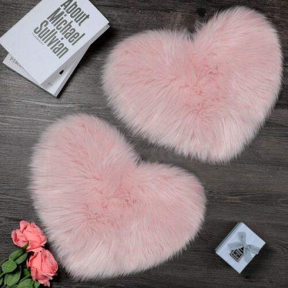cute love heart shaped rug for home