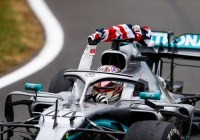 Lewis Hamilton feiert seinen Heimsieg © Daimler AG
