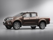 2020 Nissan Frontier Images