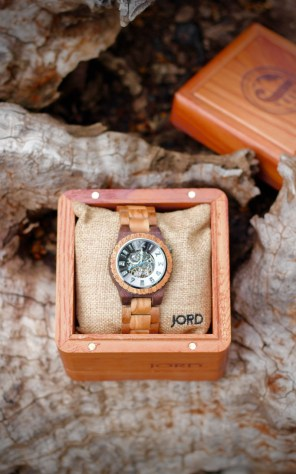 JORD Olive and Acacia Wood Watch Review by Topsy Turvy Tribe. Wood watch in quality cedar wood presentation box.