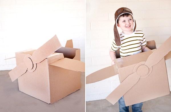 O avião de papelão é ideal para os pequenos apaixonados por aviação.