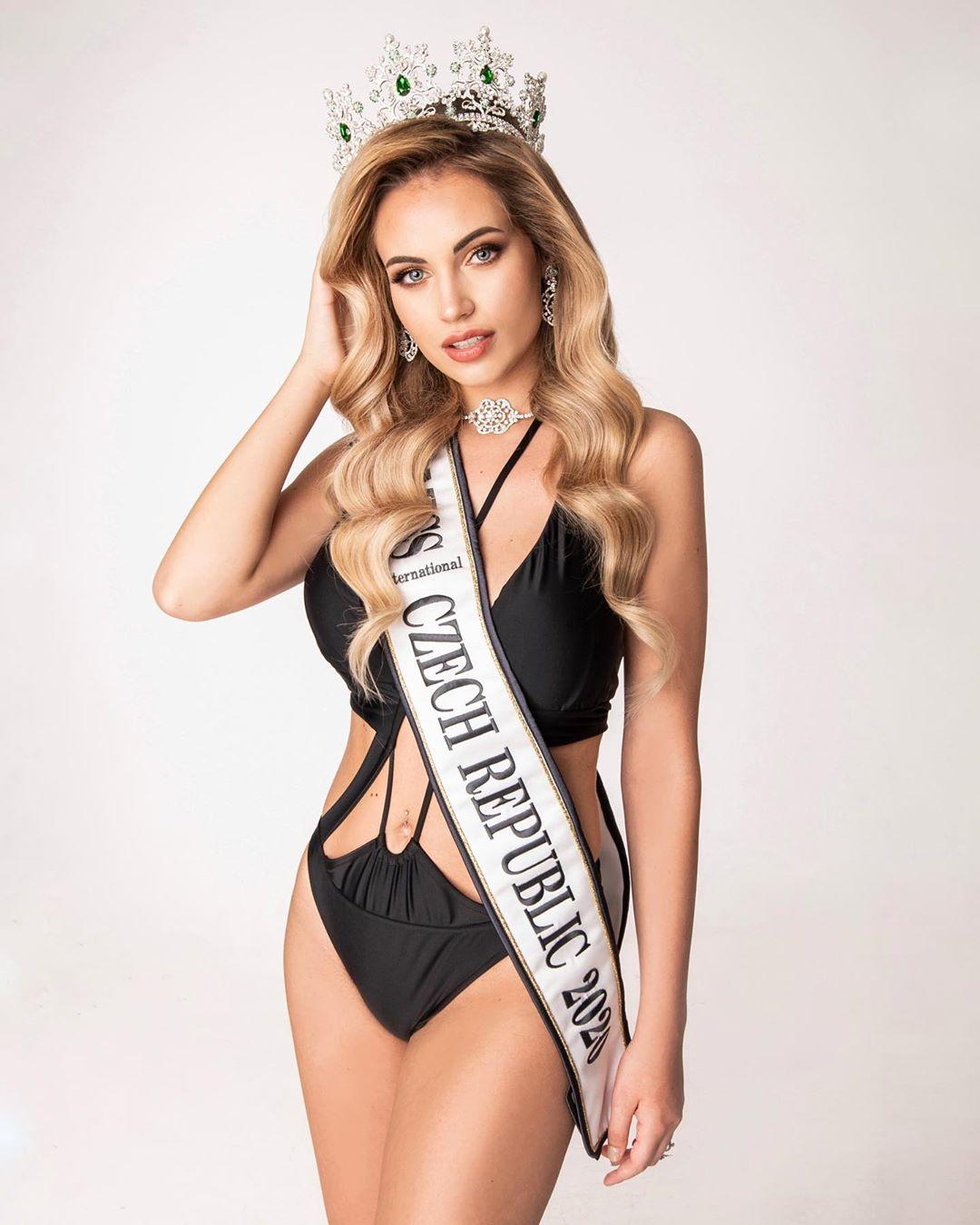 Pregnant-Miss-International-Czech-Republic-2020-Natálie-Kočendová-keeps-her-title-01