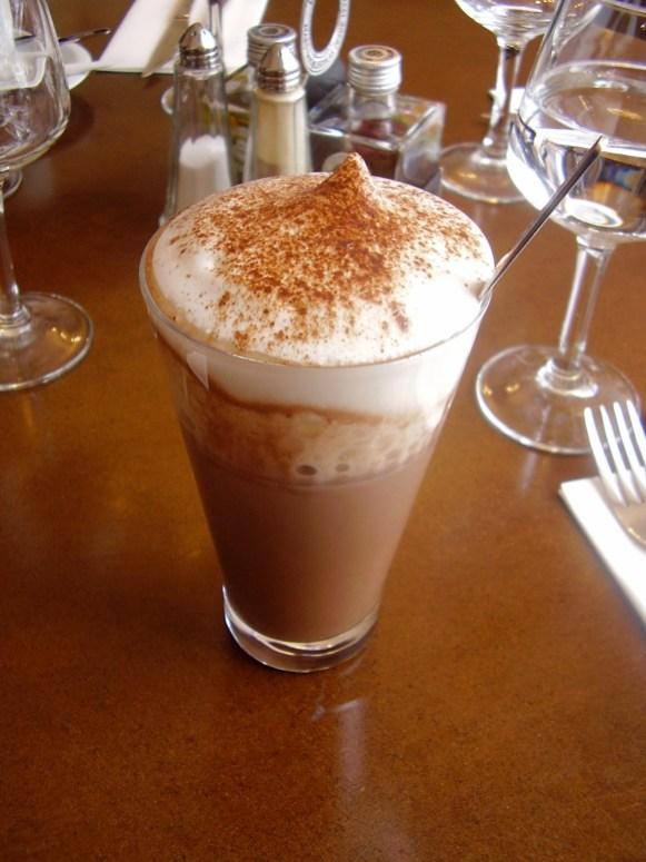 Un superbe chocolat chaud avec mousse de lait