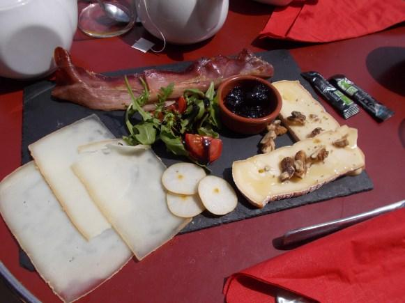 assiette de charcuterie-fromage