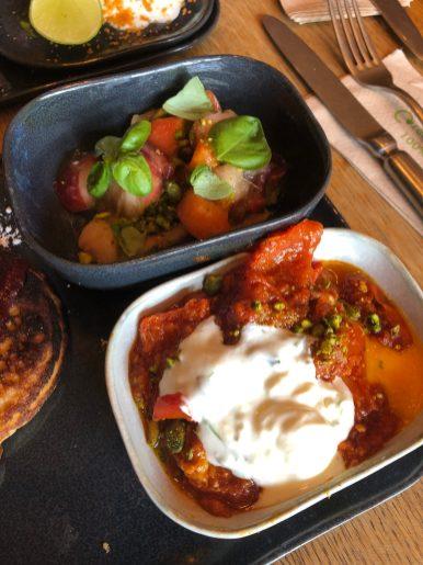 shashouka et salade de pêches