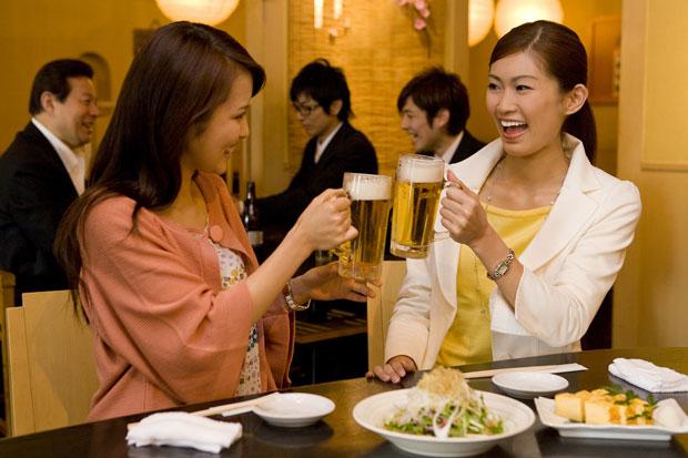「女性 飲み会」の画像検索結果