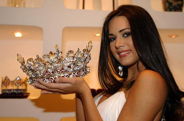 Venezuela llora la muerte de la ex Miss Venezuela Monica Spear